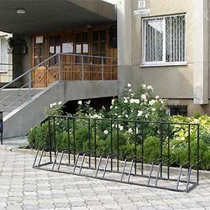 У Львові на вул. Липинського встановили велостоянку