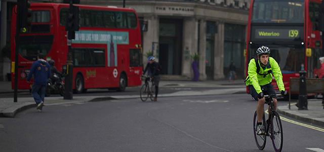 Два колеса замість чотирьох: що змушує європейців пересідати на велосипеди?