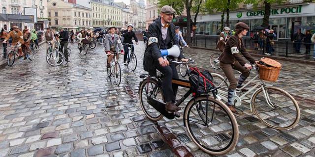 Вулицями Львова проїхалися десятки батярів на своїх роверах